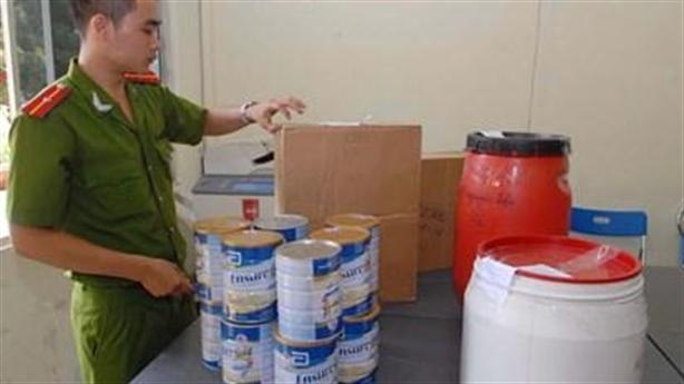 Bẩn độc tuần: Chế sữa Ensure giả cho bà bầu, trẻ nhỏ