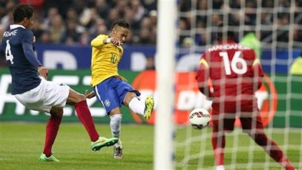 """Brazil thắng ngược """"Gà trống""""; Falcao lập cú đúp trong 4 phút"""