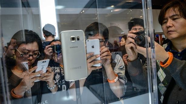 Samsung thuê 500 fan giả tham dự buổi ra mắt Galaxy S6