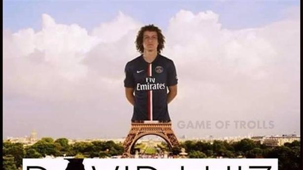 Ảnh chế: Háng của Luiz rộng như chân tháp Eiffel