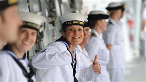25 nữ binh phải vào bờ vì...dính bầu với đồng đội