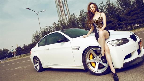 Dáng chuẩn, đầy đặn bên BMW M3