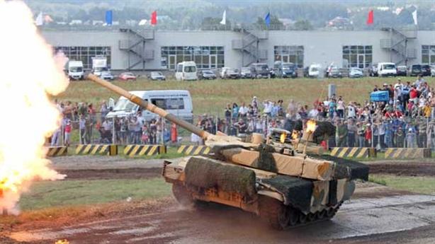 Dàn vũ khí Nga trình làng tại triển lãm Army 2015