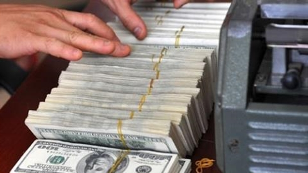 Ngân sách vay dự trữ ngoại hối: Làm yếu đồng tiền...