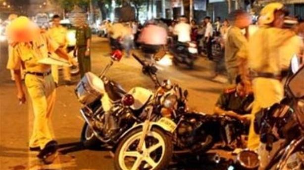 Nghi CSGT đuổi đánh, 3 thanh niên ngã xe bị thương nặng