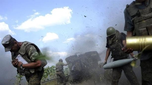 Ukraine công khai ảnh hai lính Nga bị bắt giữ