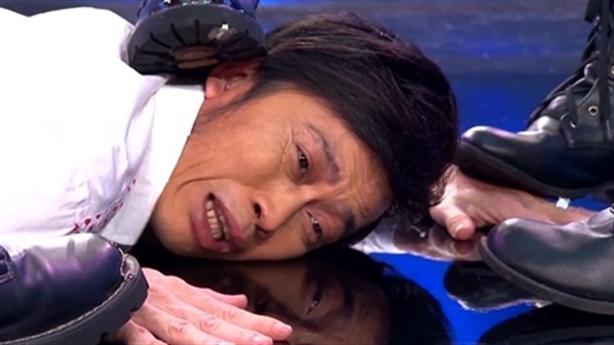 Hoài Linh bị giẫm đạp không thương tiếc trong game show mới