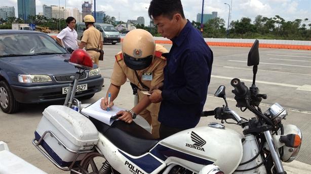 Sài Gòn: đề xuất nộp phạt giao thông qua bưu điện