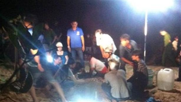 Bình Thuận: Chôn người bị điện giật trong cát chờ sống lại