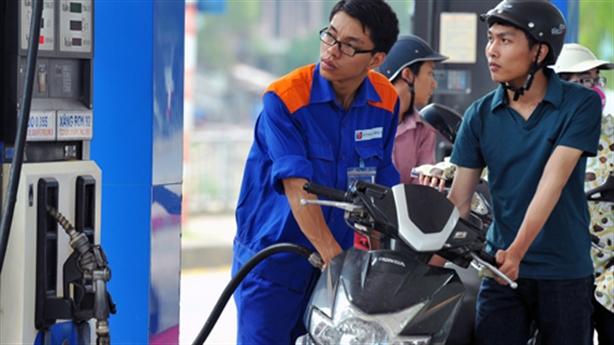 Khó hiểu giá xăng Việt Nam: Thêm số liệu chứng minh