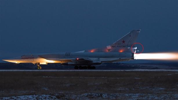 Oanh tạc cơ Tu-22M3 Nga khoe súng máy hạng nặng