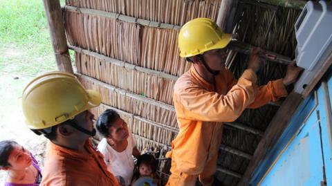 EVN mua điện rẻ, bán cao: Do nhập điện Trung Quốc?