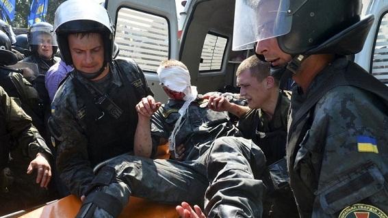 Ukraine: Binh sĩ chết trúng mảnh lựu đạn hay bị bắn tỉa?