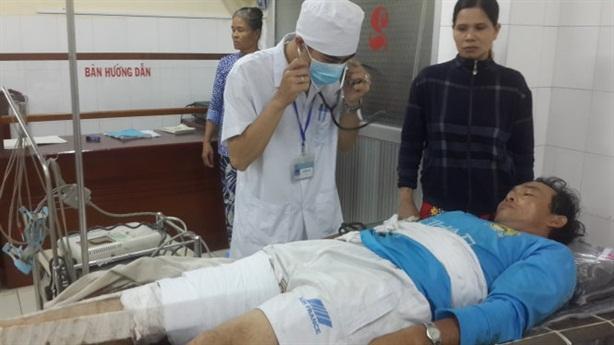 Tàu cá Việt Nam bị nã đạn: Ngư dân cần chỗ dựa