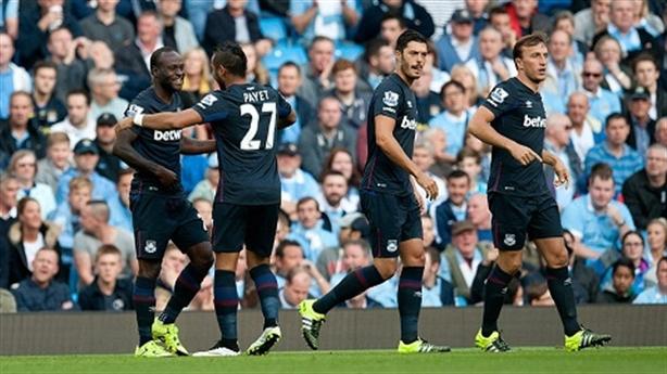 Ngày thứ 7 điên rồi: West Ham lên ngôi, Chelsea đắc thắng