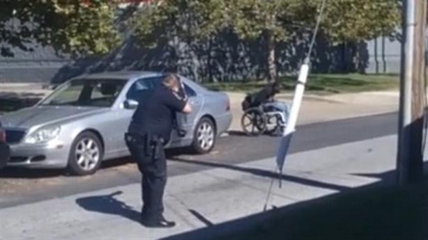 Nước Mỹ sốc: Cảnh sát bắn người da đen trên xe lăn