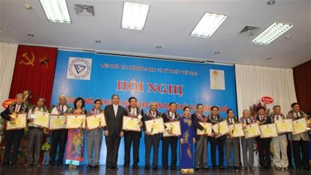 VUSTA tôn vinh 51 trí thức KHCN tiêu biểu năm 2015