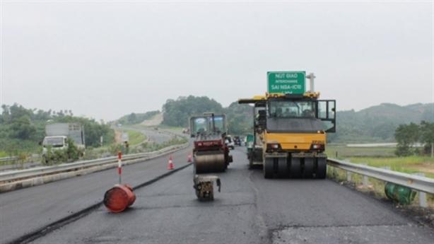 Cao tốc Nội Bài-Lào Cai: Lái xe kể trải nghiệm hằn lún