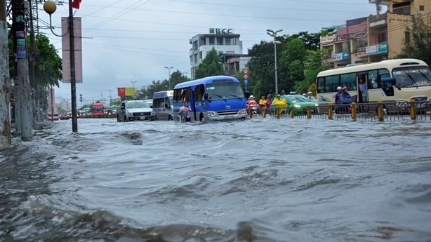 Lấp rạch làm BĐS, TP.HCM mưa là lụt: Lời thật khó nghe