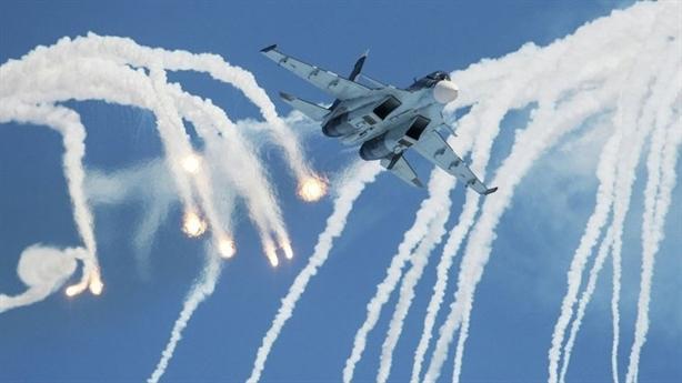 Su-30SM liên tục xuất kích hộ tống máy bay không kích IS