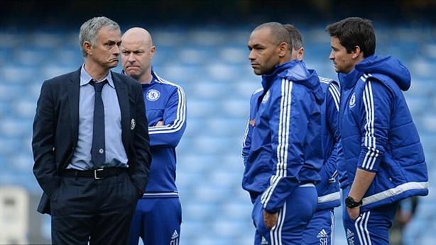 Mourinho bị cầu thủ Chelsea làm phản