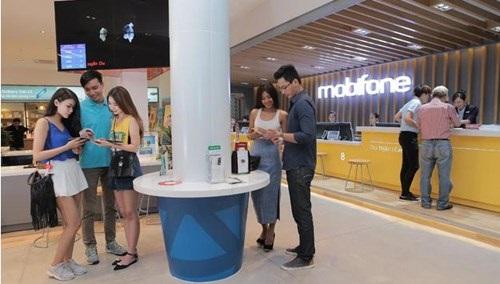 MobiFone tấn công thị trường bán lẻ: Ưu thế trước Viettel, VNPT