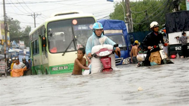 TP.HCM mưa là ngập: BĐS gây tội, đừng khuyên dân đóng tiền