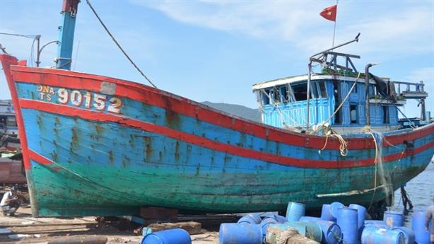 Tàu ngư dân bị TQ đâm chìm mục gãy: Điệp khúc chờ