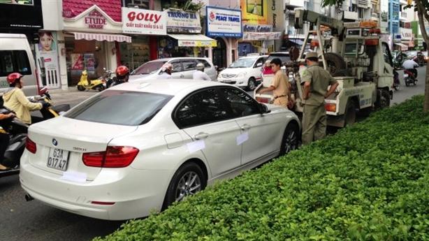 CSGT rút súng khống chế lái xe gây tai nạn bỏ chạy