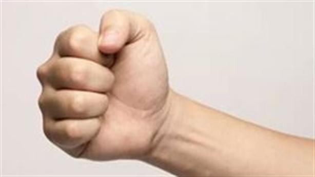 Tự khám sức khỏe: Nắm chặt tay trong vòng 30 giây!