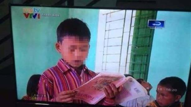 Học sinh cầm sách ngược đọc trôi chảy: Sự thật bất ngờ