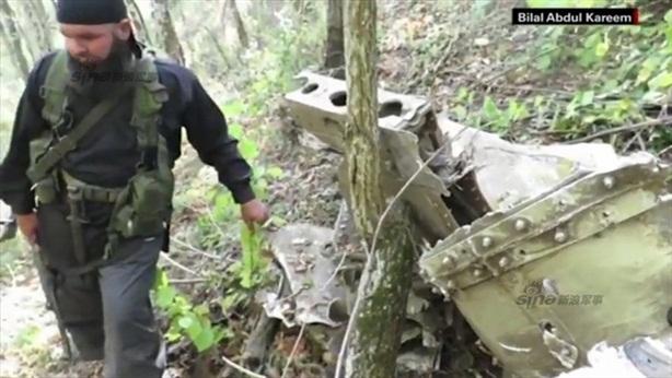 Công bố ảnh nóng xác máy bay Su-24 Nga bị bắn rơi
