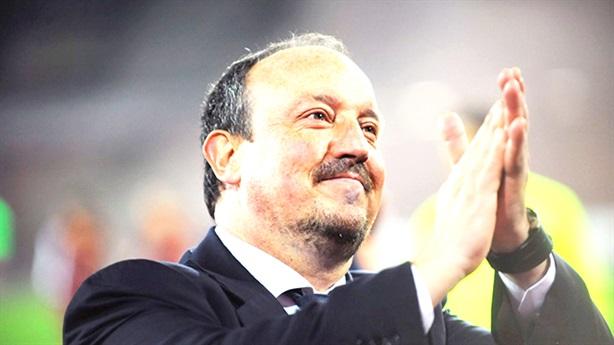 Hãy để danh hiệu phán xét Benitez!