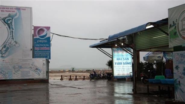 Cách 3km, Sở TNMT Khánh Hòa không thấy nhà hàng lấp vịnh