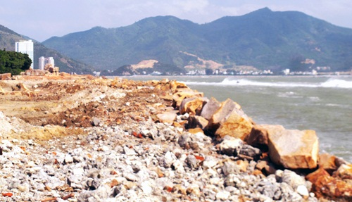 Lấn vịnh Nha Trang: Phường không thấy, tỉnh không hay?