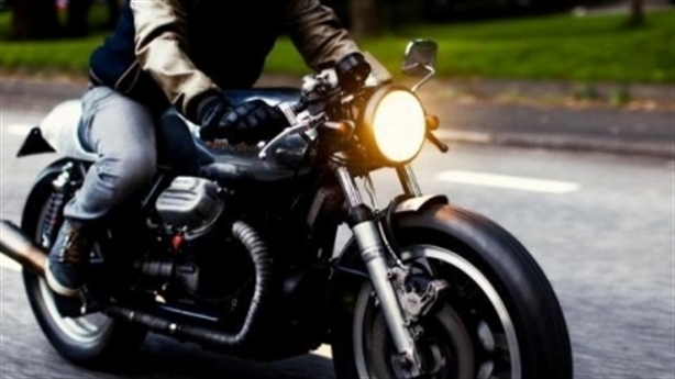 Xe máy bật đèn ban ngày: Tâm tư CSGT