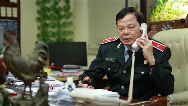 Cục trưởng Cục chống tham nhũng: Vợ than phiền vì... điện thoại
