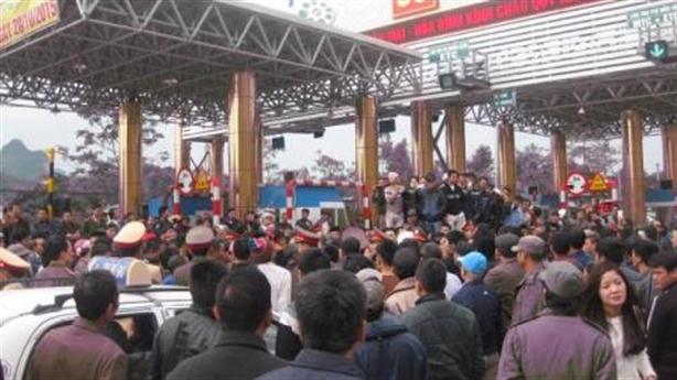 Vụ dân vây trạm thu phí Lương Sơn:Điệp khúc chờ... giảm phí
