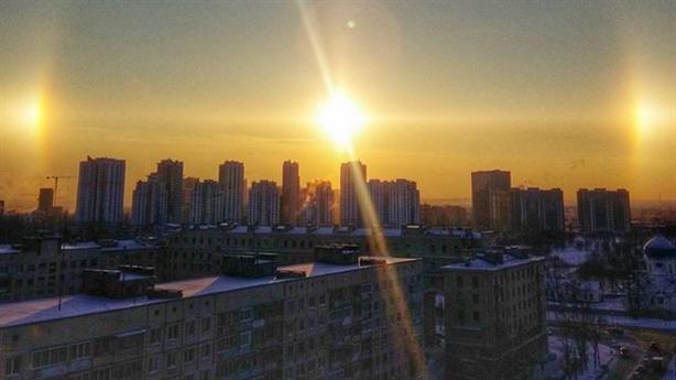 Rực sáng ba mặt trời cùng mọc ở St Petersburg
