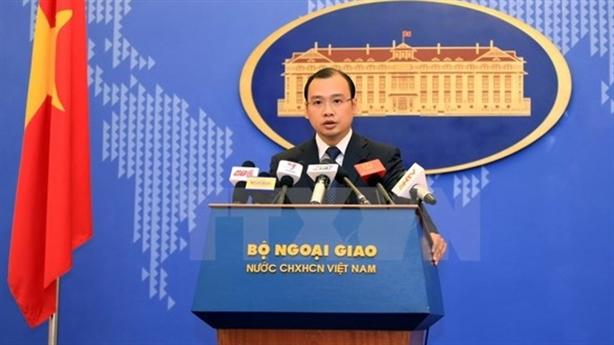 Việt Nam phản đối TQ đưa máy bay đến đá Chữ Thập