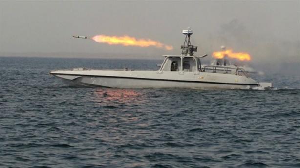 Video Iran phóng rocket suýt trúng tàu chiến Mỹ