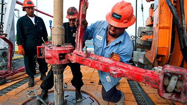 Chỉ Mỹ cứu được giá dầu: Vì sao Mỹ khó hành động?