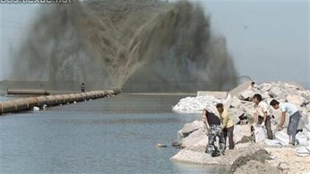 Trung Quốc gắn máy chém chặt phá hệ sinh thái Biển Đông