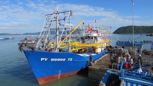 Ngư dân đầu tiên đóng tàu vỏ thép: Lo tiền trả nợ