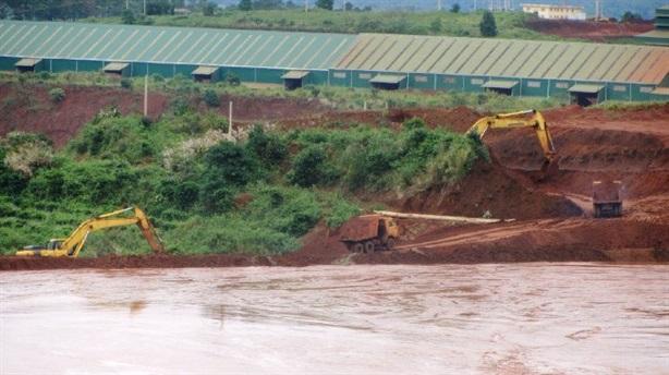 Vỡ đường ống nước chứa xút bauxite Tân Rai