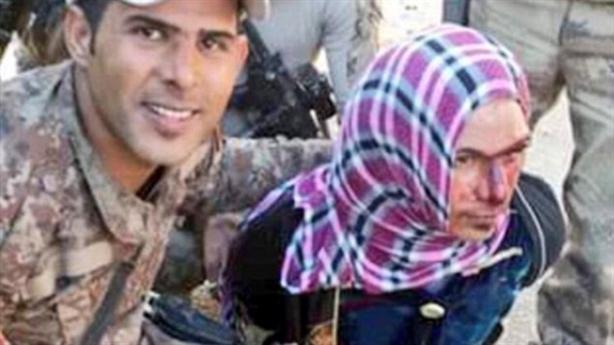 Chiến binh IS bị bắt khi đang giả gái chạy trốn