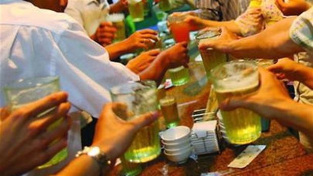Việt Nam thêm kỷ lục rượu bia: Quan chức chi bạo hơn...Nhật