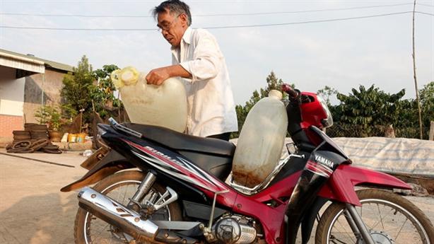 Nguồn nước quanh nhà máy bauxite Tân Rai bị ô nhiễm?