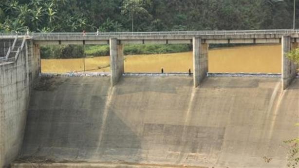 Dùng bao cát tích nước thủy điện: Công trình Trung Quốc làm