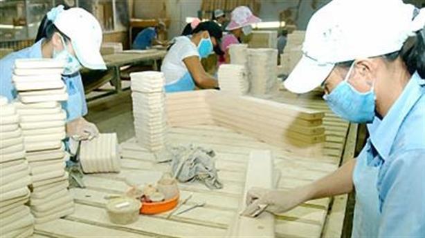 Doanh nghiệp cõng thêm thuế: Việt Nam không làm ngược